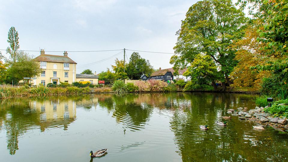 https://www.harrisonshomes.co.uk/content/uploads/2020/11/things_to_see_bredgar_pond.jpg